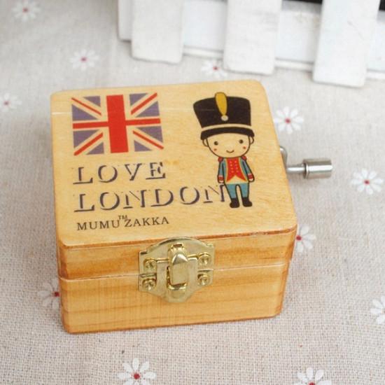 Vintage Nutcracker Wooden British Soldiers Cranked Music Box Creative Gift 2021